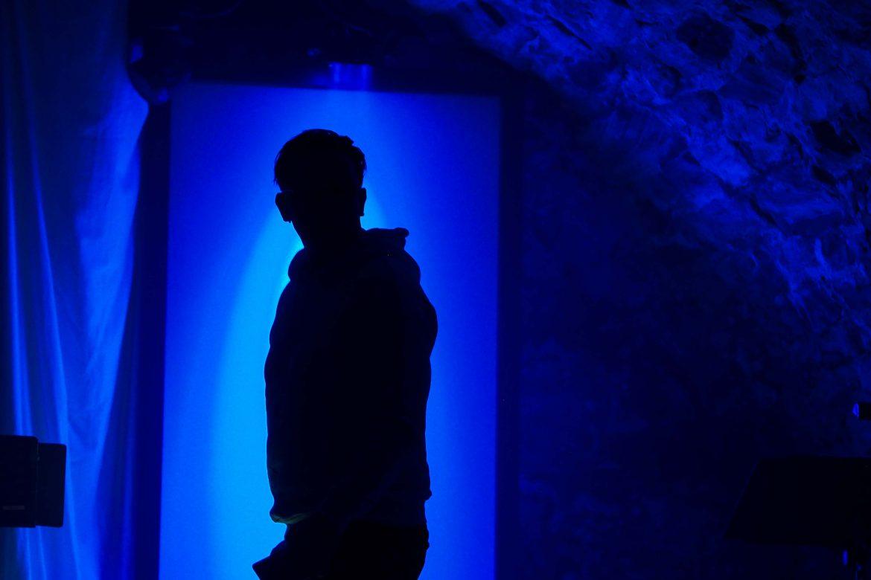 Frankenstein_Sempf_Wand_Schatten_blau